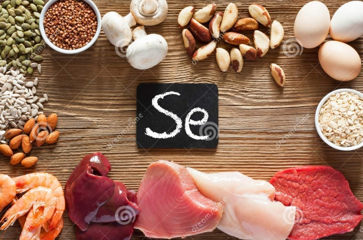 foods-high-selenium-foods-high-selenium-as-brasil-nuts-tuna-shrimps-beef-liver-mushrooms-pumpkin-seeds-sunflower-seeds-119331351